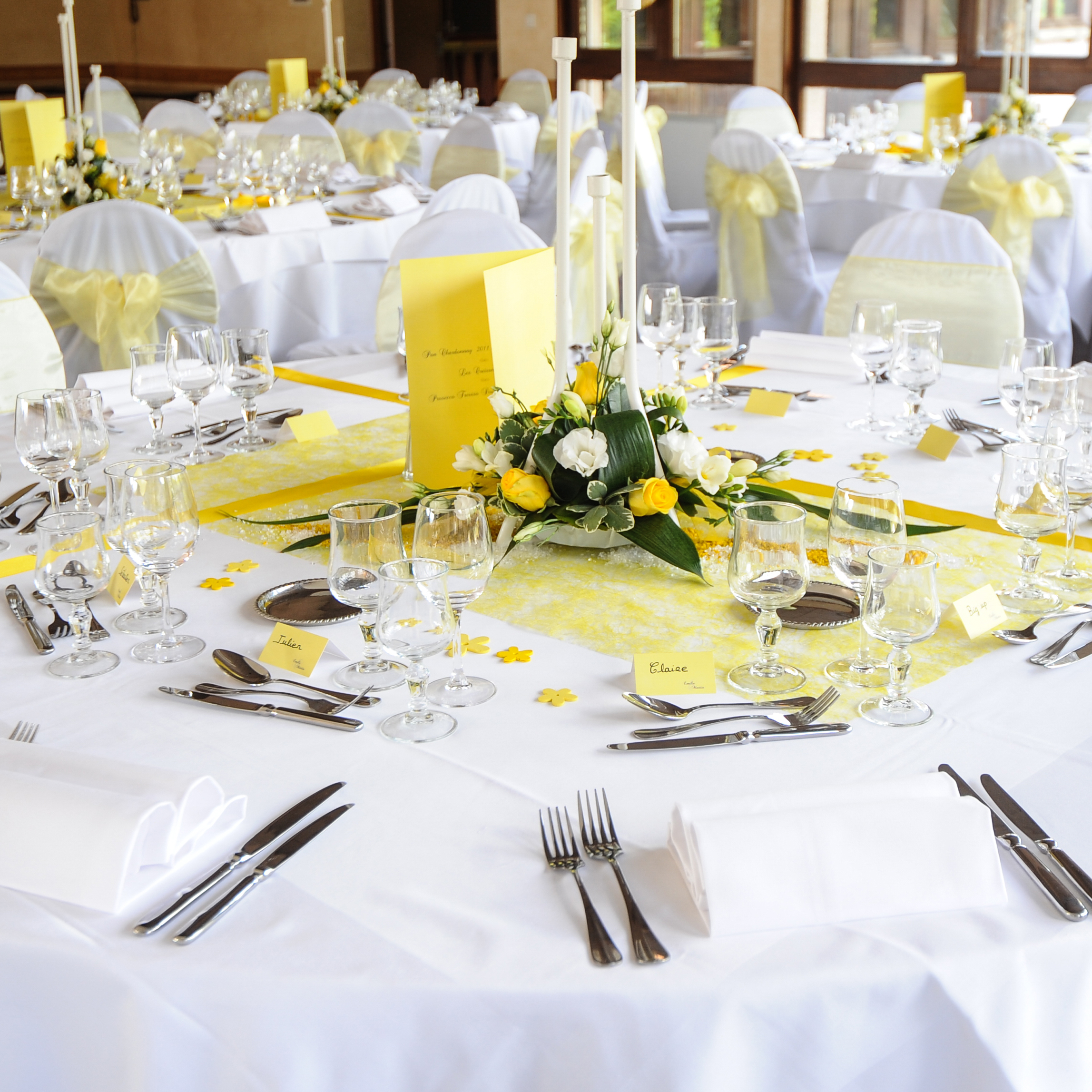 Th me de mariage jaune et blanc paillet sur mesure for Decoration jaune